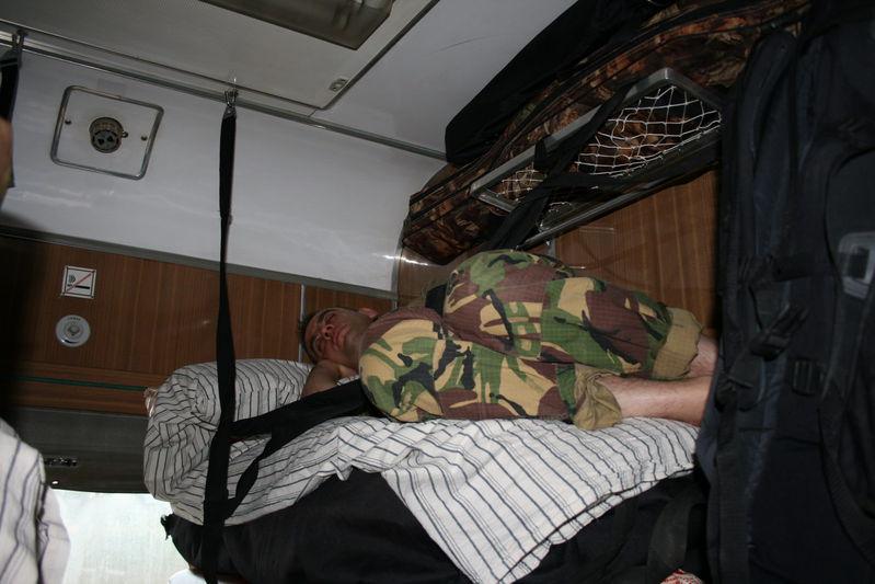 Настоящий турист может спать везде